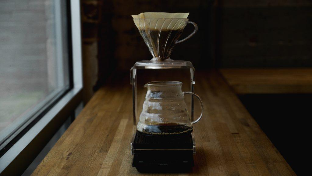 Parzenie kawy z użyciem dripa